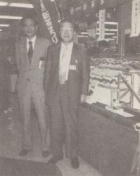 昭和初期知覧の茶業試験場にて。鹿児島県茶商業共同組合理事長として新茶祭りに参加。